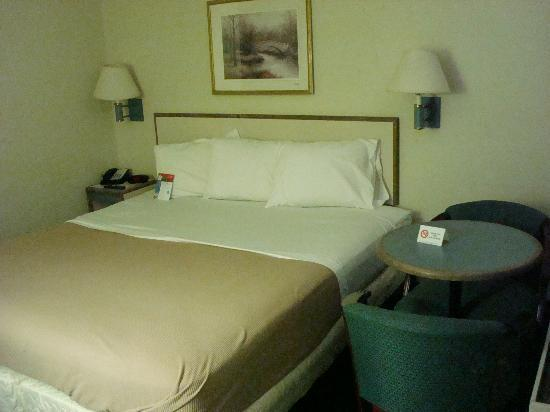 Motel 6 Kansas City: King Bed
