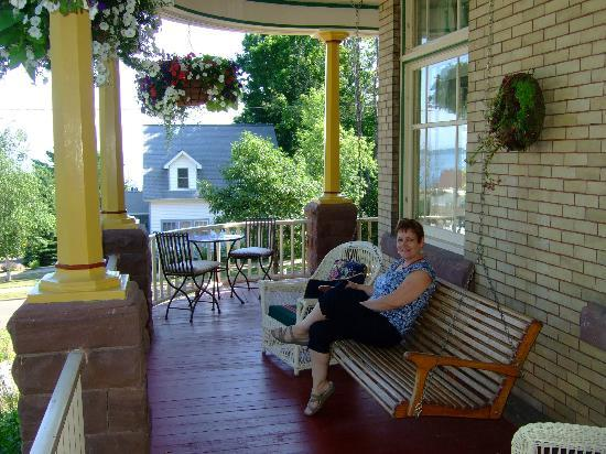 Old Rittenhouse Inn: Relaxing on the Rittenhouse porch