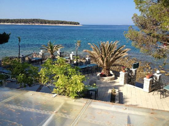 Villa Petrac Restaurant : Wiev over the restaurant terrasse.