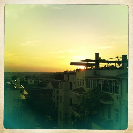 Sultans Royal Hotel: Sunset over the Sultanhamet from the balcony