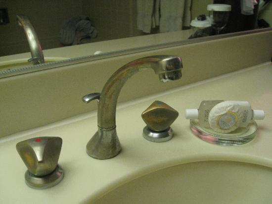 Inn at the Tides: Dated bathroom fixtures