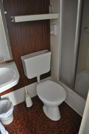 Grand Hotel de Vianden : The very small bathroom!