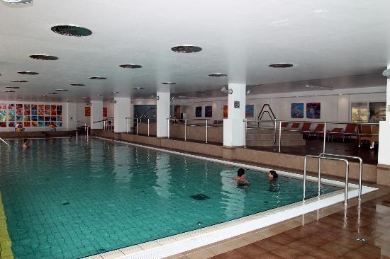 ‪ويلنيس هوتل أورورا: Indoor pool‬