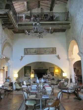Pieve di Caminino Historic Farm: The lovely reception/church area