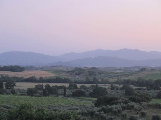 Pieve di Caminino Historic Farm: View at dusk