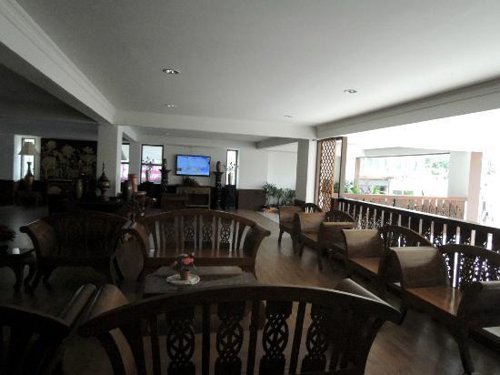 Buaraya Hotel Chingmai: 旅館的public area