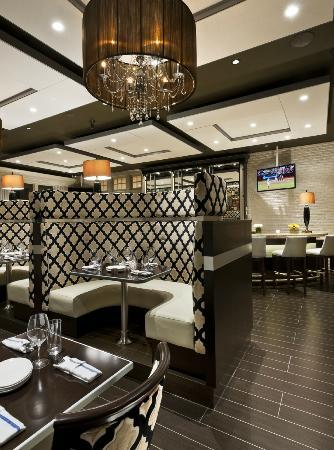Paramour at Wayne Hotel: Banquettes in Bistro Bar