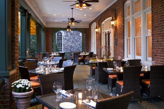 Paramour at Wayne Hotel: Veranda