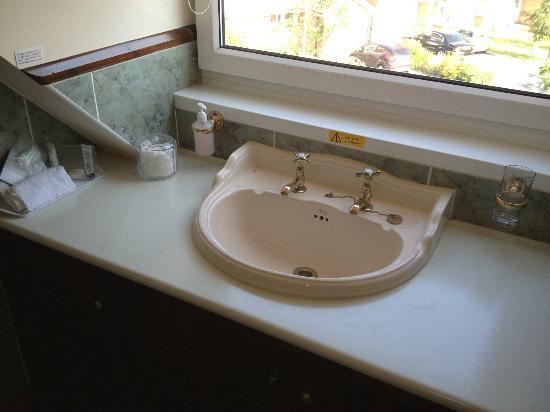 The Gables Guest House: Bathroom Sink