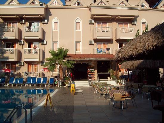 Amphi Apartments & Studios: hotel grounds