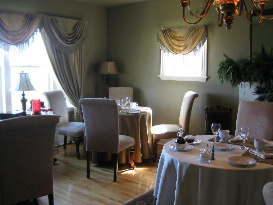 Bell View Luxury Suites: breakfast room