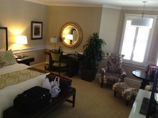 Fess Parker Wine Country Inn: Beautifully appointed room