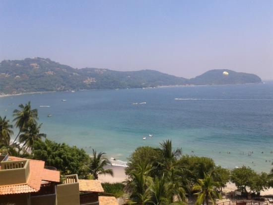 Embarc Zihuatanejo: beach
