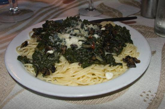 Alfredo's Restaurant : Spaghetti with Spinach, Mushrooms and Spicy Red Pepper