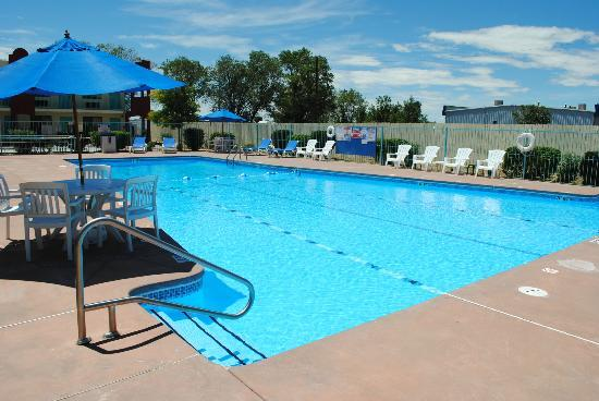 Days Inn by Wyndham Santa Fe New Mexico : New Renovated Biggest swimming pool among Santa Fe Hotels