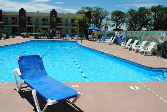 Days Inn Santa Fe New Mexico: Renovated biggest swimming pool among Santa Fe hotels