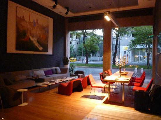 Met Boutique Hotel: The waiting lounge