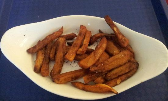 Holiday Inn  Express Hull City Centre: £2-50 worth of burnt chips