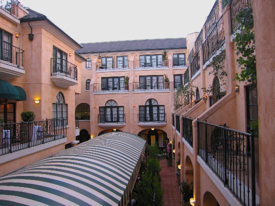 Garden Court Hotel: Courtyard