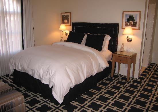 Garden Court Hotel: Rm. #309 - Deluxe Queen