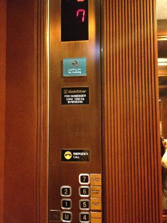فندق فور بوينتس: 7 floors....