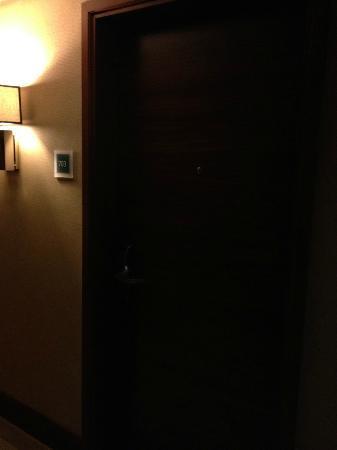 فندق فور بوينتس: Door to the Room