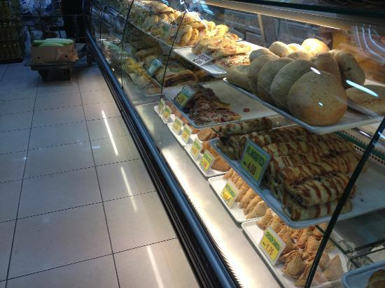 Four Points by Sheraton Bur Dubai: Pastries inside the supermarket next door to the hotel