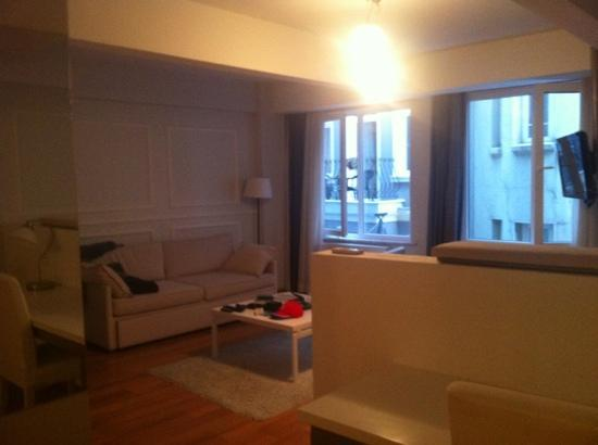 212 Istanbul Suites: view from kitchen. so homey.