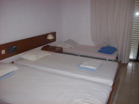 Kassandra Mare Hotel: bed and extra bed