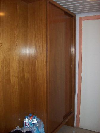 Kassandra Mare Hotel: closet