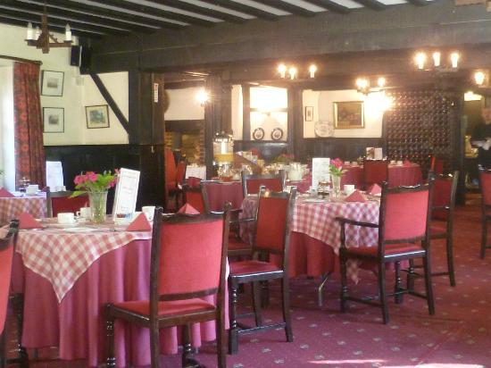 The Brickwall Hotel: Lovely Tudor effect dining room