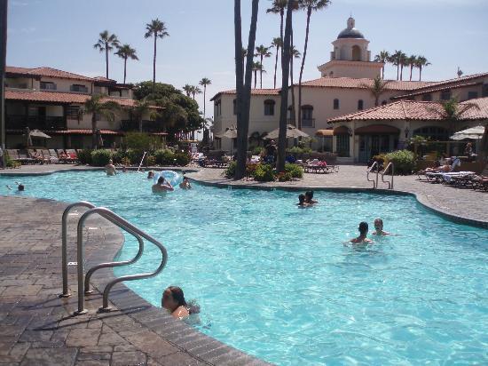Embassy Suites by Hilton Mandalay Beach Resort: Die Poollandschaft