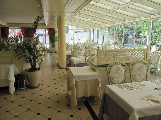 Hotel SPA & Gourmet Resort Engel: ristorante luminoso