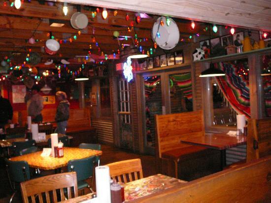 Cowboy's Bar-B-Q: Inside