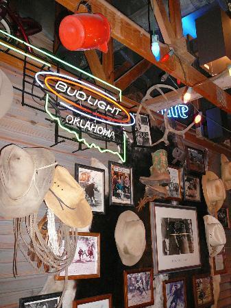 Cowboy's Bar-B-Q: Decor