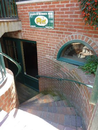 Coach & Horses Pub: Stairs leading to Pub entrance