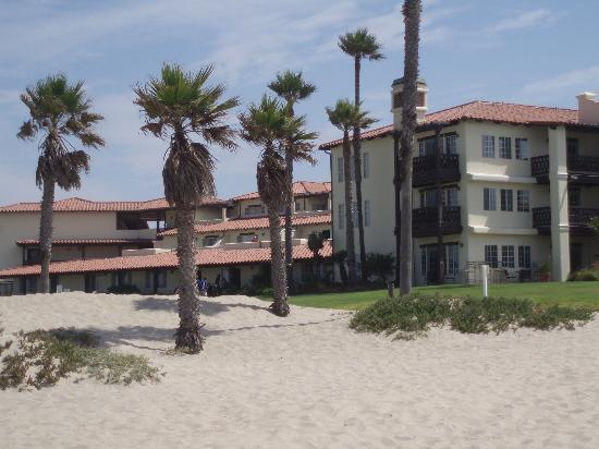 Embassy Suites by Hilton Mandalay Beach Resort: Hinter dem Hotel, Richtung Strand