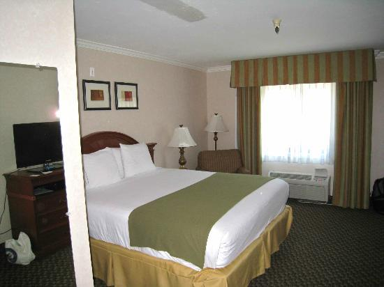 Best Western Plus La Mesa San Diego: King-sized bed