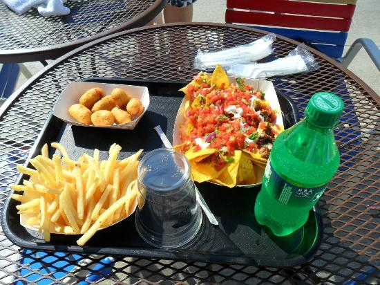 Kalahari Resorts & Conventions: 3lb Nachos for about $7 are well worth it!! From the outdoor food shack.