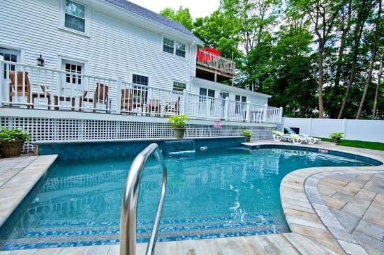 Abalonia Inn: Beautiful Heated Salt Water Pool