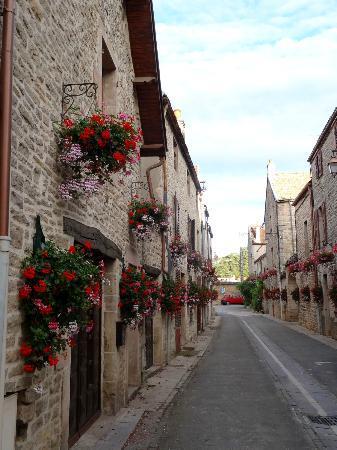 Hotel Les Grands Crus : The village