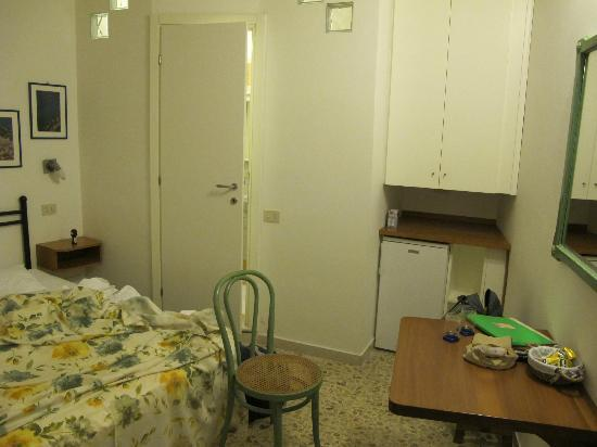 Carugiu B&B : Dining area (in the smaller double room downstairs)