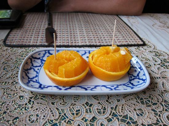 Thai House Restaurant: Lovely Carved Oranges
