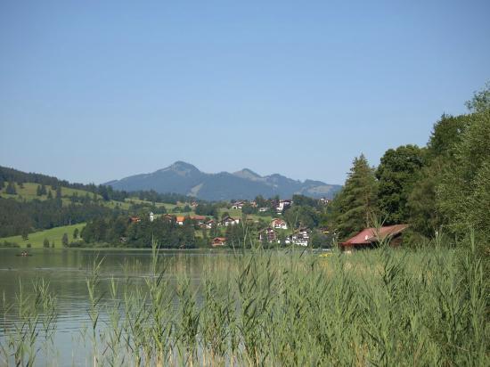 Seegasthof Weissensee: Weißensee-Rundweg, behind the guest house
