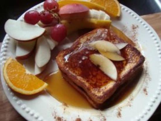 "Repos & Manna B & B: Our popular ""French toast"" breakfast"