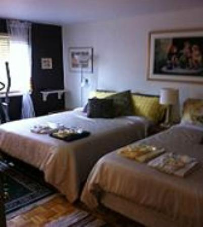 Repos & Manna B & B: Our Room #1, two double beds, extreme comfort!!