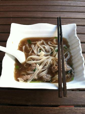 Mam Mam: Pho Hanoi - i couldn't finish the bowl !