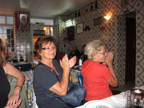 Restaurante Adega do Ribatejo : Die Sängerin kommt direkt aus der Küche, aber es gefällt
