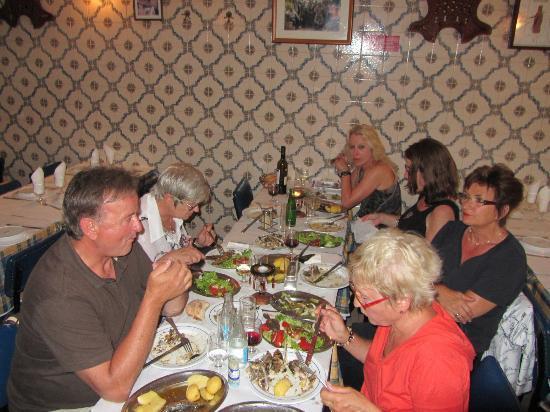 Restaurante Adega do Ribatejo : Einfache Speisen, möglicherweise etwas überteuert, aber wenn der Abend passt ...