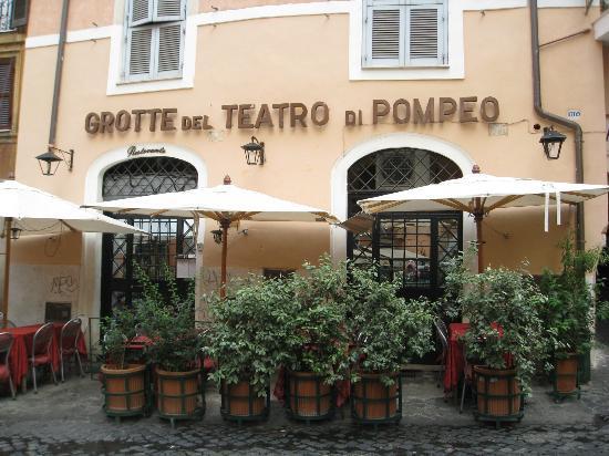 Ristorante grotte del teatro di pompeo in roma con cucina for Cucina romana rome